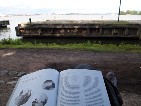 Suomenlinna_reading