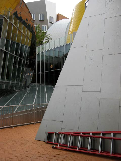 Stata, railings over roof