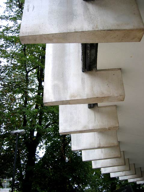 Swiss Cottage Library, close-up of exterior struts