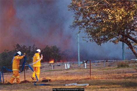 Sydney bushfires 2002 image from australiasevereweather dot com